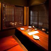 雰囲気や趣重視のお席。2名様~3名様用の少人数個室。控えめな照明に穏やかな空間を提供いたします。四日市でのデートや女子会などにもおすすめの個室席となっております。【四日市 居酒屋 宴会 個室 沖縄料理 デート 女子会 飲み放題 送別会 貸切 誕生日】