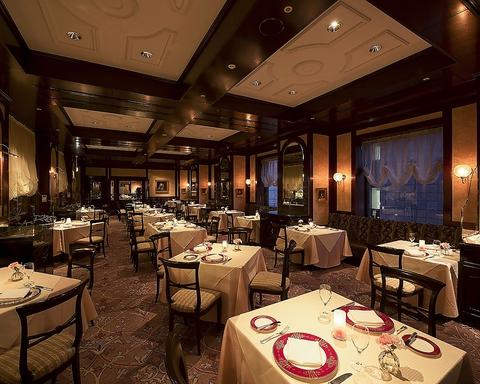 伝統と気品漂う店内にて、フランス料理をご堪能いただけるホテルのメインダイニング