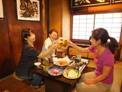 4名様までご利用可能な掘りごたつ席。皆で囲炉裏を囲み、炭焼き料理とお酒をお楽しみ下さい。