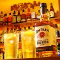 今人気のハイボールも各種ご用意しております!壁一面に並べられたウイスキーやリキュールの中から、気になるお酒をバーテンダーに伝えてもOKです♪