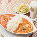 料理メニュー写真ダブルカレーセット (カレー2品、サラダ、