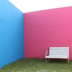 【屋上】夏はビアガーデン、BBQができます♪反対側はアーティスティックな空間。青、赤、緑、空と4面のコラボレーションが広がります☆