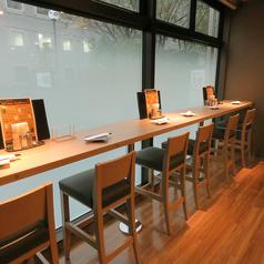 お洒落なカフェのようなカウンター席も。