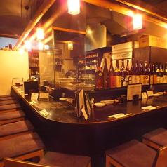 1階のカウンター席。席と席の間がゆったりしたお席です。【横浜/居酒/飲み放題/宴会/女子会/デート/歓迎会/送別会/忘年会/貸切/3時間/個室】
