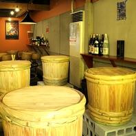 珍しい漬物樽のテーブル