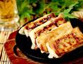 料理メニュー写真自家製!鉄板鶏棒餃子~柚子胡椒と共に~