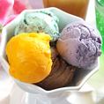 ブルーシールのアイスクリーム10種類食べ放題のアイスクリームバーはお食事とセットだと380円(税別)で食べられます♪