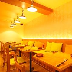 ハルカフェではスタンダードなテーブル席、優しいクッション付き♪