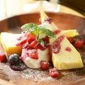 料理メニュー写真ベイクドチーズショコラ~ホワイトチョコ入りチーズケーキ