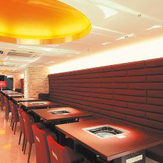 開放的な空間を愉しむテーブル席もご用意!