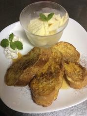 料理メニュー写真フレンチトーストとバニラアイス