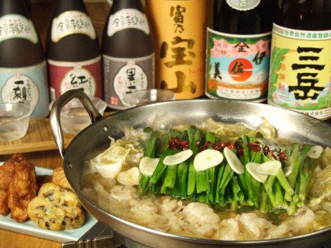 炭火焼きと薩摩焼酎を堪能できる人気店♪これからの季節の自慢のモツ鍋がオススメです