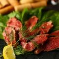 料理メニュー写真●厳選赤身肉!赤ワイン漬け葡萄牛ランプの柔らかステーキ