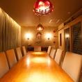 有名デザイナー間宮吉彦氏作の癒しリゾート空間。その中でも一番人気がこのVIP個室!ご予約必須です。素敵な空間での、思い出に残るパーティーをご案内させて頂いております。【梅田 貸切 肉寿司 チーズフォンデュ 野菜巻き ランチ 宴会 飲み放題 食べ放題 食べ飲み放題 女子会  誕生日 記念日】