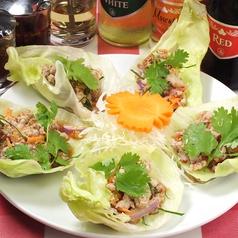 料理メニュー写真豚ひき肉とレモングラスのレタス包み
