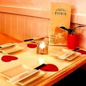 女子会にピッタリの可愛いテーブル席。ゆったりとした時間を楽しみたい方にオススメ♪POPな空間にガールズトークもはずみます。