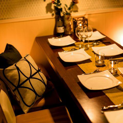 デザイナーズ設計のお席の造りは、心が休まり、雰囲気漂う落ち着いた空間となっております。新橋での宴会,飲み会の際は是非当店におまかせください!