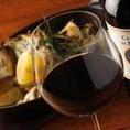 《ソムリエ厳選80種を常備》南イタリアワインを片手に…本場イタリア・トラットリアの雰囲気の店内です◎豊富なワインメニューをご用意しております。当店のお料理とも相性抜群!お好みのものをお召し上がりください。また、スタッフおすすめのワインやグラスワインなどもございますのでお気軽にお声かけください♪