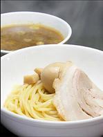 『つけ麺は極太ちぢれ麺、替え玉には細麺を使用』