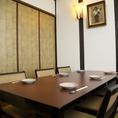 【落ち着いた綺麗目な雰囲気のテーブル席】大人な雰囲気でお食事をお楽しみいただきたい人にオススメ!完全個室の為、予約必須です