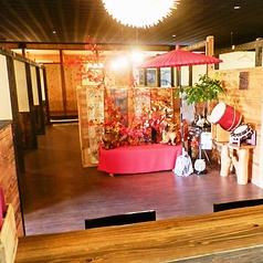 ★姉妹店のご紹介★使用する食材は沖縄県北部・本部や今帰仁でとれたものをメインに取り扱っています。カウンターやテーブル、掘りごたつ、座敷、個室も御座いますので、お子様連れでも安心してご来店出来ます。ウミカジテラス店・もとぶ店宜しくお願いします♪テーブル4名×8、8名×3、20名×1、カウンター4名。