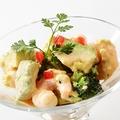 料理メニュー写真アボエビサラダ