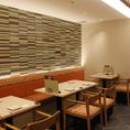 『じぶんどき 京都三条大橋店』は落ち着いた雰囲気の隠れ家ダイニング♪はんなり大人の空間で、ヘルシーで美味しいお料理をご堪能ください。2時間飲み放題付きのお得なご宴会コースを多彩にご用意◎日本酒・焼酎・創作和カクテルなど種類豊富なドリンクもございます!