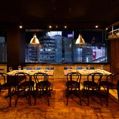 梅田の夜景もを一望できる窓際の夜景テーブル席は、デートや合コンなどにピッタリ♪
