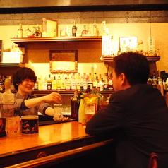 BARに来たらやっぱりカウンター!カウンターで楽しむお酒は格別です♪会話を楽しみながら、ごゆっくりお寛ぎください。