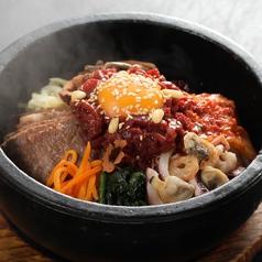 料理メニュー写真石焼プルコギピビンパ/コムタンクッパ(コムタンの雑炊)