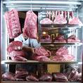 Gottie'sBEEFの熟成牛は時間をかけてお肉を寝かせます。お肉の中で旨みが増し、さらに柔らかく…。そのお肉をあなたのお食事のため、丁寧に美味しく調理致します。