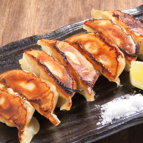 【餃子コース】1980円(税込)★2種類の餃子やひな鶏揚げ、白い麻婆豆腐付き!