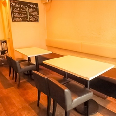 【デートや女子会に☆】ゆったりとしたソファー席で2~8名様でお食事をお楽しみ頂けます!深夜まで営業していますので2次会にもおススメです!