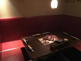 6~8名様用テーブル個室は少人数様の飲み会やご宴会に最適です☆扉で完全に閉まるタイプの個室席はここだけですので早い者勝ち!!お仕事仲間と大切なお話をするにも良し!合コンで楽しい宴のひと時を過ごすのも良し!女子同士でトークを繰り広げるにも良し!ご宴会コースは2480円から各種取り揃えております♪