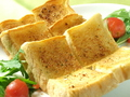 料理メニュー写真おいしいパン屋さんのガーリックトースト