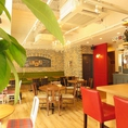 明るい店内は、ランチ・カフェ使い~バー利用など、幅広くお使いいただけます。お昼はママ会や主婦会のご褒美ランチに♪テーブル席なのでベビーカーやお子様連れもOK!!