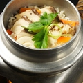 料理メニュー写真炊きたて天然真鯛の釜飯 (小・中・大)