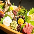 当店では今が旬で活きのいいお魚をご提供しています。長崎県五島列島や愛知県師崎港、三重県尾鷲港より届いた、厳選の鮮度が命の魚を経験豊富な板前が丁寧にさばきます。その日に入った旬の魚を是非違いがわかるお刺身でご堪能ください。【名古屋/栄/居酒屋/個室/接待/宴会/海鮮/飲み放題/大人数/記念日/歓送迎会】