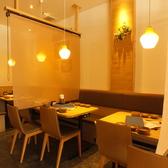 2名のテーブル席。簾を下すので、隣を気にせずお食事できます♪お友達や、カップルなど、プライベートの集まりに是非♪