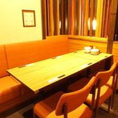 くつろぎのテーブル席。女子会にも◎