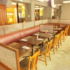 お席は人数に合わせてレイアウトが自由。昼間のご宴会も承ります。貸切なら最大88名様に対応の大空間。
