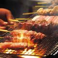 料理メニュー写真地頭鶏レバー串・鶏皮串・砂ずり串・つくね串・手羽先 ・ササミ【塩・タレ】
