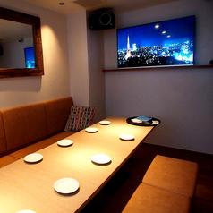 4F カラオケ付き個室。お部屋は8名様までの部屋と、12名様までの部屋と2タイプございます。
