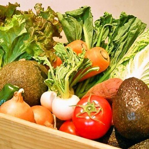 全国で自然栽培、無農薬栽培、低農薬栽培されたお野菜をナチュラルハーモニーから仕入れています。安心、安全なお野菜の味を楽しんでください。