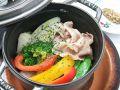料理メニュー写真沖縄産 ナゴさくら豚と温野菜のココット蒸し