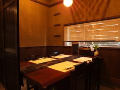 【テーブル半個室】4名様までご利用頂けるテーブル席。扉を閉めると半個室風になります。ご家族でのお食事にどうぞ…