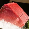 黒マグロは長浜市場から直接仕入れます。その他にも、野が海では、こだわりの活魚、活イカ、海鮮をはじめとして野菜や肉、日本酒などにもこだわっております。良い食材を使っているので、美味しい料理ができあがります。ぜひご賞味ください。