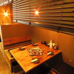 <半個室>木製テーブル席 4名様×2店主こだわりの木製テーブル席は通常よりテーブルも椅子を広めの作りなので、ごゆるりと使用頂けます!