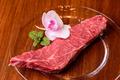 料理メニュー写真広島和牛ランプステーキ100g (仕入れによりイチボ、ラムシンに変更になります)