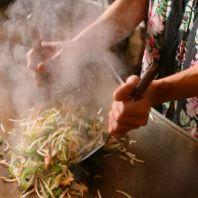 どなんち名物!鉄板焼き!沖縄の食材を大迫力に料理♪